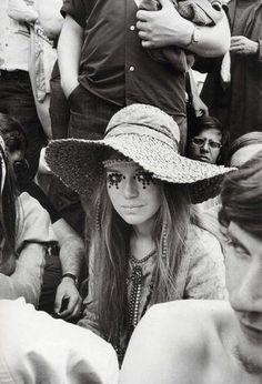 Love her makeup. Woodstock was crazy! Wish I grew up back then!