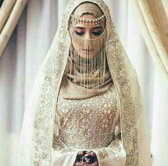 Muslim Wedding Dress With Niqab Hijabi Wedding, Wedding Hijab Styles, Disney Wedding Dresses, Muslim Brides, Muslim Dress, Pakistani Wedding Dresses, White Wedding Dresses, Bridal Dresses, Dress Wedding