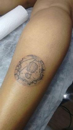 Tattoo pontilhismo com balão criada pelo meu amigo e tatuada em mim.