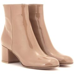 Gianvito Rossi Patent Leather Ankle Boots (1.770 BRL) ❤ liked on Polyvore featuring shoes, boots, ankle booties, ankle boots, gianvito rossi, heels, beige, bootie boots, beige booties and beige boots