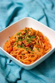 """Het lekkerste recept voor """"Pasta met scampi in tomatenroomsaus"""" vind je bij njam! Ontdek nu meer dan duizenden smakelijke njam!-recepten voor alledaags kookplezier!"""