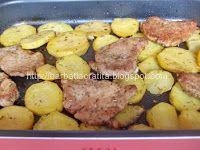 Muşchi felii cu cartofi la cuptor | Rețete BărbatLaCratiță Kefir, Carne, Sausage, Beef, Pork, Meat, Sausages, Steak, Chinese Sausage
