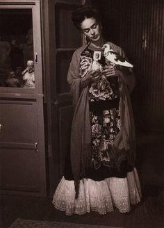 colin-vian:  Frida Kahlo
