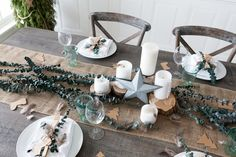 Natural elements make for an understated but positively charming Christmas table setting.