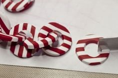 neat polymer clay chain tute on this page!