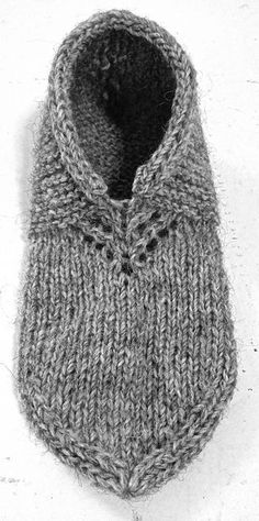 Nordic Slippers pattern by Kalea Turner-Beckman Yarn: Custom Woolen Mills Lincoln Longwool Mule Spinner (One Skein) Knitted Slippers, Crochet Slippers, Knit Or Crochet, Crochet Granny, Knit Slippers Free Pattern, Crochet Cats, Crochet Birds, Crochet Food, Knitted Dolls