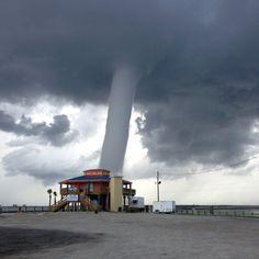 Bild des Tages: Tornado über Grand Isle - SPIEGEL ONLINE