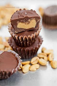 Homemade chocolate Reese's (Praline with nut filling) Cookie Recipes, Dessert Recipes, Vegan Junk Food, Tasty, Yummy Food, Polish Recipes, Diy Cake, Homemade Chocolate, My Favorite Food