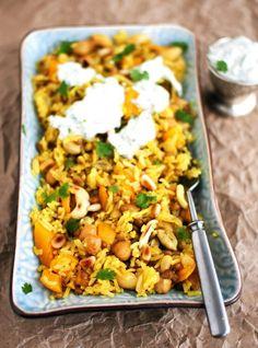 Intialaiset mausteet ja hivenen makea kurpitsa hellivät toisiaan tässä yhden astian riisiruuassa.