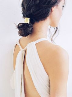Wedding Hair Accessories 16 Minimalist Wedding Ideas That Show Less *Is* More via Brit Co Modern Hairstyles, Easy Hairstyles, Wedding Hairstyles, Bridesmaid Hairstyles, Modern Wedding Inspiration, Hair Inspiration, Wedding Ideas, Elegant Wedding Hair, Hair Wedding
