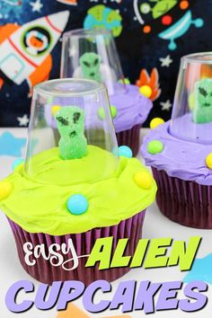 I can't believe how easy these adorable alien cupcakes are to make! Alien Cupcakes, Alien Cake, Cupcakes For Boys, Themed Cupcakes, Boy Birthday Cupcakes, Halloween Cupcakes, Alien Party, Space Cupcakes, Alien Halloween