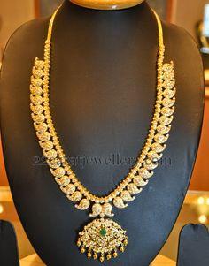 Jewellery Designs: Latest Mango Mala by Kothari Jewelry Indian Wedding Jewelry, Indian Jewelry, Bridal Jewelry, Indian Bridal, Mango Mala Jewellery, Mango Necklace, Gold Necklace, Gold Jewellery Design, Gold Jewelry