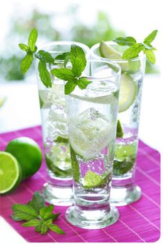 Mardi Gras Mojito (2 leaves fresh mint  1 Tbs simple syrup  2 cubes ice  1 1/4 oz rum  1 oz carbonated water  1 sprig fresh mint)