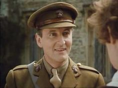 Hugh Fraser as Captain Hastings in the Agatha Christie's Poirot. Agatha Christie's Poirot, Hercule Poirot, The White Princess, David Suchet, Bald Girl, Miss Marple, How To Look Handsome, Detective, Captain Hat