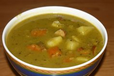 German Split Pea Soup we call in German: Erbseneintopf - This is another great soup that you will like. Authentic German recipe from Germany. Cooker Recipes, Soup Recipes, Typical Dutch Food, Smoked Pork Chops, How To Cook Cauliflower, Split Pea Soup Recipe, Pea And Ham Soup, Dutch Recipes, German Recipes