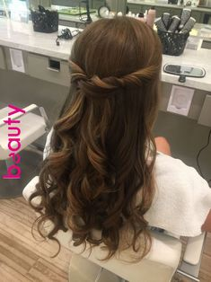 Hair, bridesmaid hair and wedding hairstyles curly wedding hair, wedding ha Mens Hairstyles Thin Hair, Easy Hairstyles For Medium Hair, Elegant Hairstyles, Down Hairstyles, Braided Hairstyles, Prom Hairstyles For Long Hair Curly, Grad Hairstyles, Gorgeous Hairstyles, Curled Hair For Prom