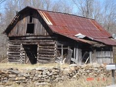 Tennessee Barn on back road.