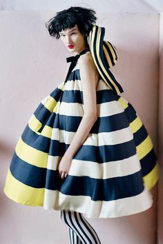 Magazine: Vogue UK Editorial: The Right Side Models: Lindsey Wixson & Kirsi Pyrhonen Photographer: Tim Walker Stylist: Kate Phelan Vogue Uk, Vogue Fashion, Vogue China, Vogue Japan, Vogue Russia, Vogue Paris, High Fashion, Angel Fancy Dress, Beauty Exhibition