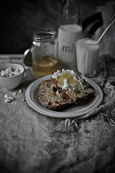 Pratos e Travessas | Food, photography and stories - Shorgum and whole wheat bread with pecans and dried apricots - Mónica Pinto