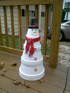 Outdoor Snowman Christmas Decorations – Christmas Celebration – All about Christmas - DIY Crafts Flower Pot Crafts, Clay Pot Crafts, Diy And Crafts, Flower Pots, Clay Pot Projects, Shell Crafts, Diy Clay, Outdoor Christmas, Simple Christmas