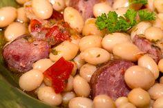 Chef Simon, Black Eyed Peas, Pot Roast, Fish Recipes, Sausage, Menu, Ethnic Recipes, White Beans, Chickpeas