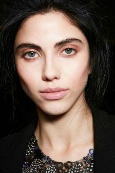 Rostros al natural: el maquillaje en tonos durazno llegó para quedarse.