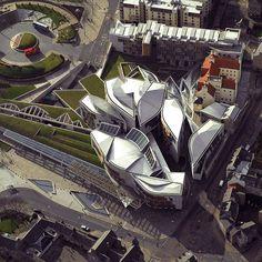 Scottish Parliament by Enric Miralles-Benedetta Tagliabue (EMBT) in Edinburgh, Parametric Architecture, Spanish Architecture, Futuristic Architecture, Facade Architecture, Contemporary Architecture, Landscape Architecture, Urban Landscape, Landscape Design, Scotland Tourism
