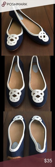 7.5 Sperry Top Sider canvas flats Size 7.5 Sperry Top Sider navy canvas flats. Perfect to pair with all your nautical and patriotic outfits! Excellent used condition. Worn once. Smoke free home. Sperry Top-Sider Shoes Flats & Loafers