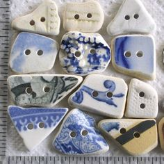 14 Sea Beach Pottery Buttons Focals Double Drilled 2 - holes Supplies - trozos de porcelana, mosaico & Co - Beach Crafts, Diy And Crafts, Arts And Crafts, Button Art, Button Crafts, China Crafts, Broken China Jewelry, Vintage Buttons, Jewelry Crafts