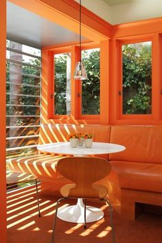 Bright Orange & Modern Kitchen certainly no lack of s. - Bright Orange & Modern Kitchen certainly no lack of sunlight or bright ora - Orange Rooms, Orange Walls, Green Rooms, Orange Aesthetic, Aesthetic Colors, Orange Kitchen, Kitchen Colors, Murs Oranges, Home Interior