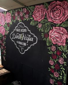 Red roses design on chalkboard   #yaulacap #chalkboard #chalk #kerjakayu #chalkart #artwork #drawing #kerjakahwin #weddingboard #photobooth #backdrop #yaulacapchalk