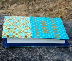 """Nähanleitung - Schnell genähte Buchhülle als Geschenk """"Sei frech und wild und wunderbar"""" Astrid Lindgren Continental Wallet, Videos, Sew Simple, Super Simple, Celebrations, Craft Tutorials, Video Clip"""