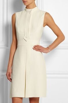 Gucci's silk-cady dress epitomizes the season's retro mood. This elegant design has been crafted in Italy with a high neckline and a sharply pressed pleat through the front. Simple Dresses, Day Dresses, Nice Dresses, Short Dresses, Dresses For Work, Summer Dresses, Classy Outfits, Chic Outfits, Dress Outfits