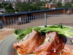 Filet de porc farci et enroulé de bacon, sauce crème infusée au romarin Sauce Creme, Filets, Barbecue, Steak, Bacon, Dinner, Desserts, Meat, Meal