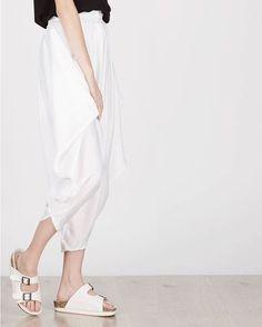 Hareem pants dengan aksen draperi serta warna netral yang mudah dimix and matchable! Jasmine Blooming Pants In White tersedia di www.berrybenka.com . . #berrybenka #berrybenkalabel #berrybenkasale #berrybenkashop #berrybenkadotcom #berrybenkapromo #promoberrybenka #pants #palazzo #jualpants #olshopjkt #celanalucu #olshopid