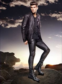 dapper as f*ck: Photo Mens Leather Pants, Tight Leather Pants, Men's Leather, Fashion Moda, Mens Fashion, Teenage Guys, Lined Jeans, Leather Fashion, Leather Outfits