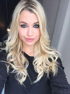 Love the Makeup Enjoy Phenix, Beautiful Celebrities, Youtubers, Blonde Hair, People, Hollywood, Celebs, Long Hair Styles, Makeup