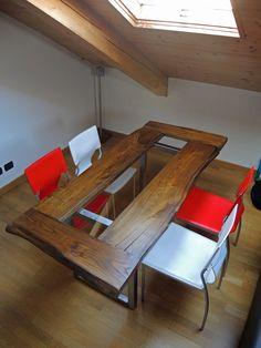 http://www.agorabutsudan.it/#!tavolo-vetro-1/c17f1  Tavolo composto da assi di legno massello in castagno con vetro centrale e gambe in ferro spazzolato.