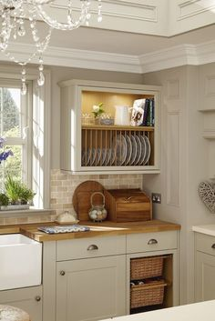 Howdens A plate rack and the basket drawers add a traditional feature to this grey shaker style kitchen. This is our Burford Grey kitchen range. Take a look at Howdens for more shaker kitchen ideas and inspiration. Kitchen Decor, Kitchen Inspirations, Kitchen Cabinet Design, Home Decor Kitchen, Small Kitchen, Kitchen Design, Shaker Style Kitchens, Kitchen Remodel, Kitchen Renovation