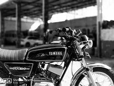 Yamaha Bikes, Motorcycles, Rx 100 Yamaha, Yamaha Rx100, Jeep Photos, Blur Photo Background, Beautiful Nature Wallpaper, Royal Enfield, Dream Garage