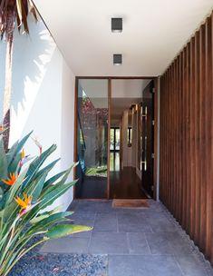 Nova Luce Cerise kültéri mennyezeti lámpa Cape Style Homes, Casting Aluminum, Design Minimalista, Entry Way Design, Backyard, Patio, Breezeway, Glass Diffuser, Home Projects