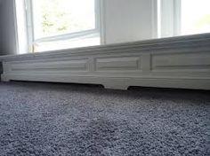 lage klassieke ombouw met tussenprofiel in het midden Built Ins, Shag Rug, Bench, Storage, House, Furniture, Home Decor, Shaggy Rug, Purse Storage