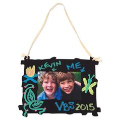 Help your older kids create keepsake mementos of their fun Journey Off The Map 2015 VBS week with this easy-to-create chalkboard frame.
