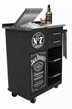 Jack Daniels Decor, Jack Daniels Bottle, Jack Daniels Whiskey, Bar Trolley, Bar Cart, Garage Atelier, Bar Restaurant, Point Of Purchase, Bars For Home