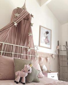 Dusty pink canopy & gold mini star garland