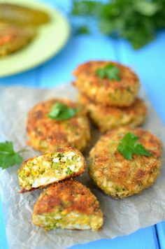 Egg and broccoli patties Healthy Recepies, Easy Healthy Recipes, Vegetable Recipes, Baby Food Recipes, Cooking Recipes, Snacks, Vegan Dinners, Creative Food, Food Dishes