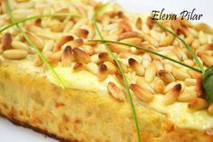 PASTEL DE CALABACÍN CON GRATINADO DE PIÑONES (thermomix) - Para el pastel:     600g de calabacín pelado y troceado     200g de cebolla cortada en cuartos     70g de aceite de oliva virgen extra     5 huevos     100g de nata líquida para cocinar     una pizca de sal     pimienta molida     margarina (la necesaria para untar el molde) - Para el gratinado:     3 cucharadas de mayonesa ligera     40g de piñones