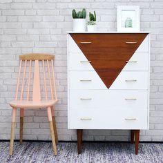 70 Mid Century Modern Bedroom Decor Ideas - Home Refurbished Furniture, Repurposed Furniture, Furniture Makeover, Painted Furniture, Painted Wood, Furniture Projects, Diy Furniture, Furniture Vintage, Furniture Online