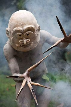 Mud man mask, Papua New Guinea Charles Freger, Photographie Street Art, Papua Nova Guiné, Estilo Tribal, Art Premier, African Masks, Human Art, Tribal Costume, People Of The World