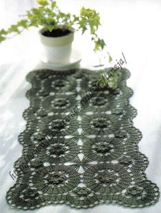 Bruges lace green doily with pattern Crochet Angel Pattern, Crochet Tablecloth Pattern, Crochet Doily Patterns, Tablecloth Fabric, Tatting Patterns, Lace Patterns, Crochet Doilies, Tablecloths, Bruges Lace